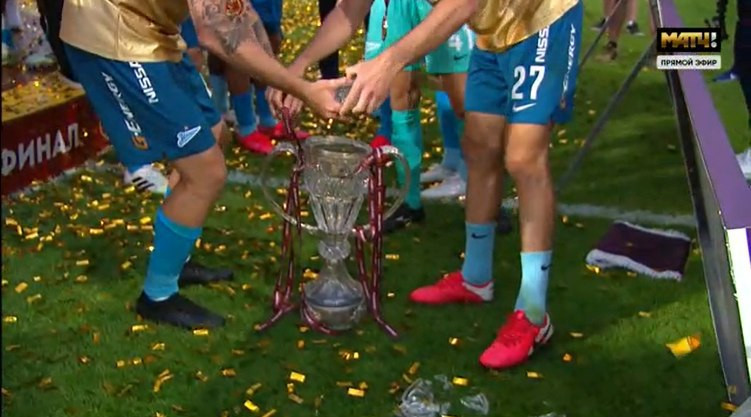 Футболисты «Зенита» разбили трофей Кубка России