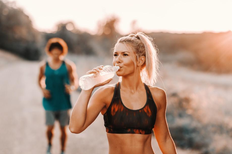Как заниматься спортом в жару? Меры безопасности, питьевой режим, восстановление