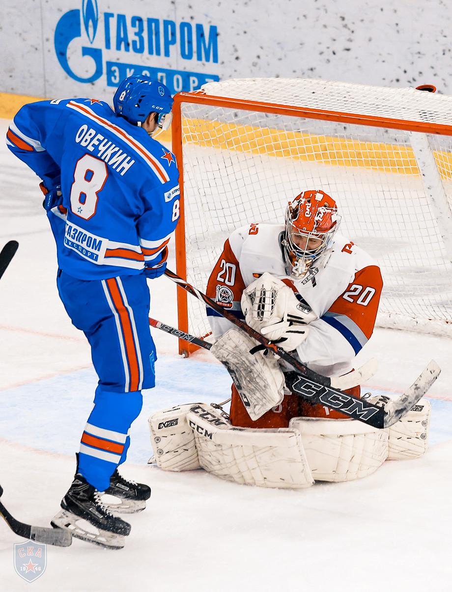 В России появился двойник Овечкина. Играет за СКА и много забивает