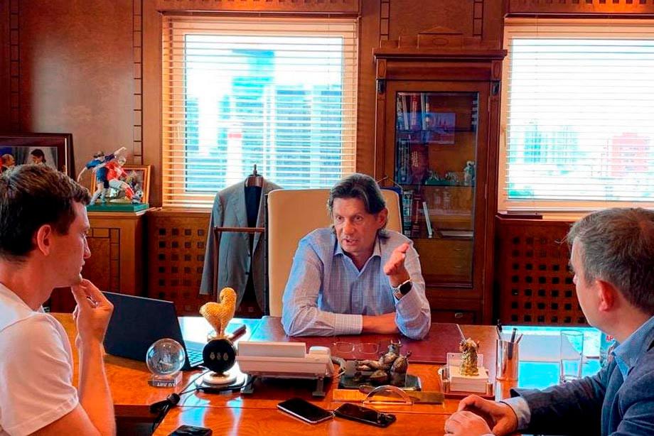 Корреспонденты «Чемпионата» и Леонид Федун во время его знаменитого интервью про будущее акционирование болельщиками