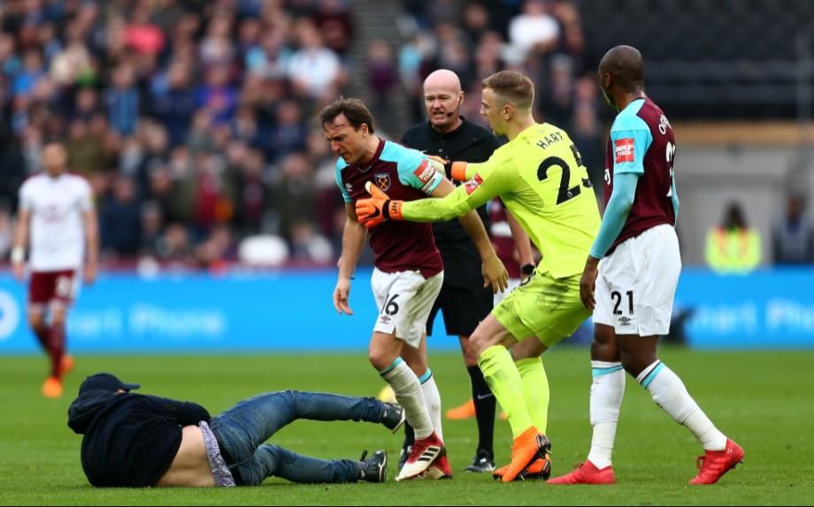 Фанаты «Вест Хэма» устроили на поле ад и выгнали владельцев со стадиона