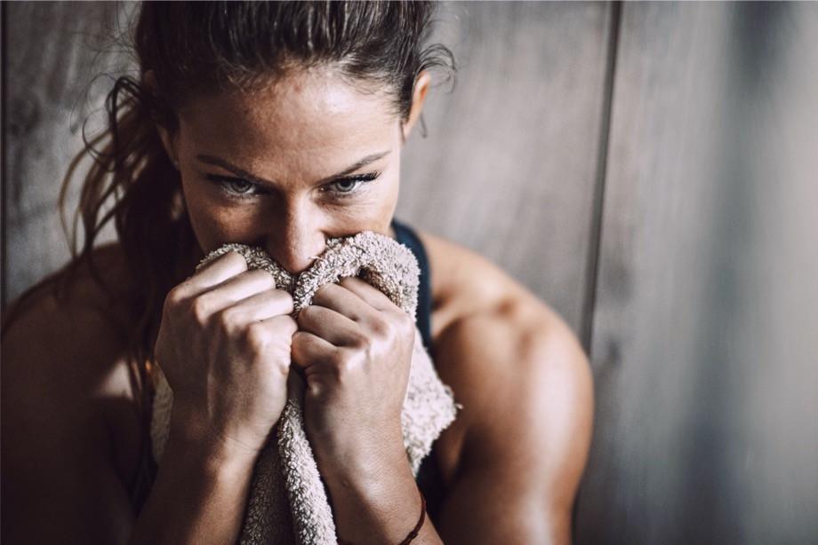 Что такое HIIT тренировки? Плюсы и противопоказания. Комплекс упражнений для дома, видео