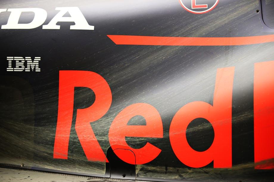 Уникальные фото Формулы-1: в Турции машины приобрели очень необычный вид