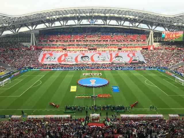 Фанаты сборной России подготовили баннер в честь легенд отечественного футбола