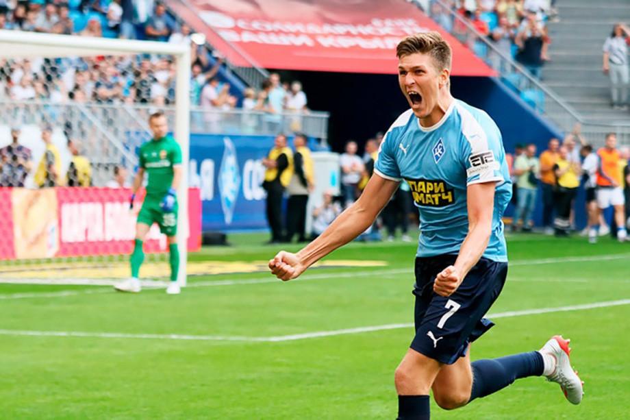 Александр Соболев празднует мяч, забитый в ворота ЦСКА