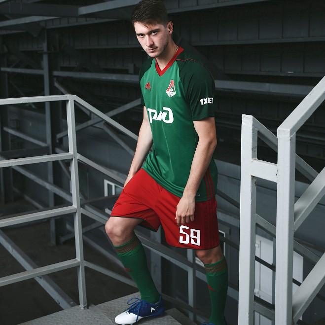Алексей Миранчук в новой домашней форме «Локомотива»