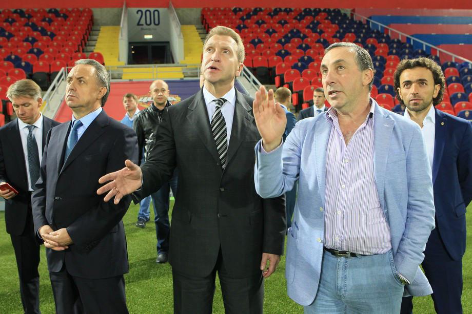 Игорь Шувалов (в центре) и Евгений Гинер на ВЭБ-Арене