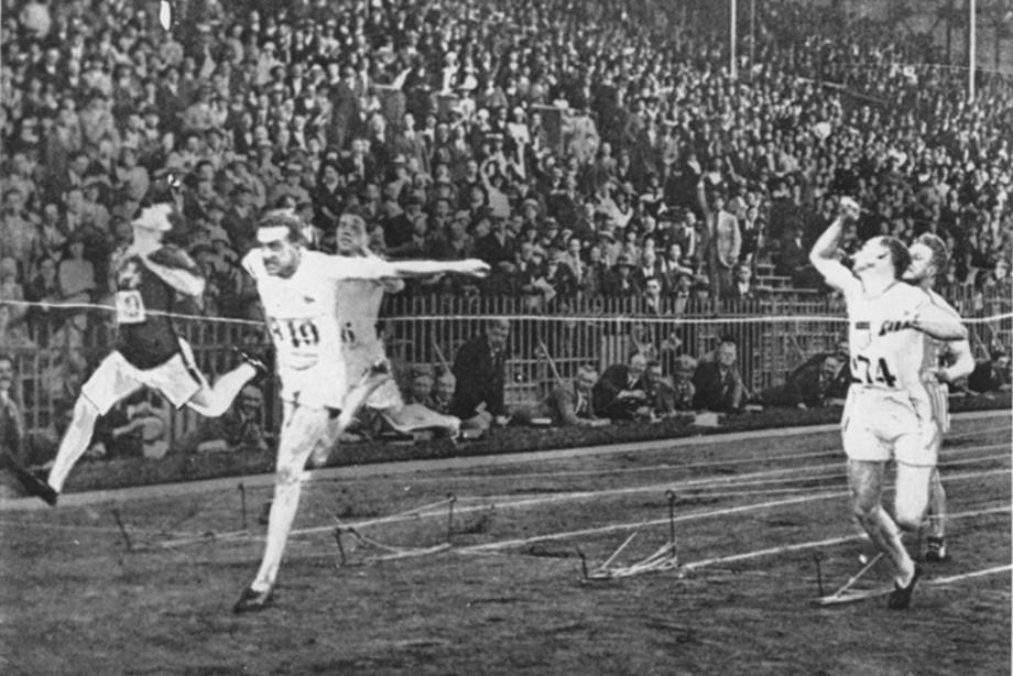 Гарольд Абрахамс побеждает на Олимпиаде во Франции в 1924 году