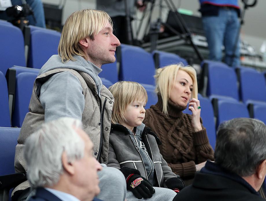 Экспертиза выявила у сына Плющенко психологическую травму – что случилось с Гном Гномычем?