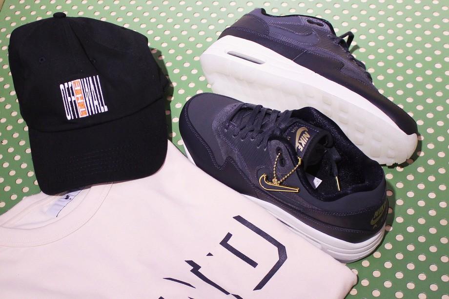 На фото: кроссовки Nike, футболка Undefeated, кепка Vans