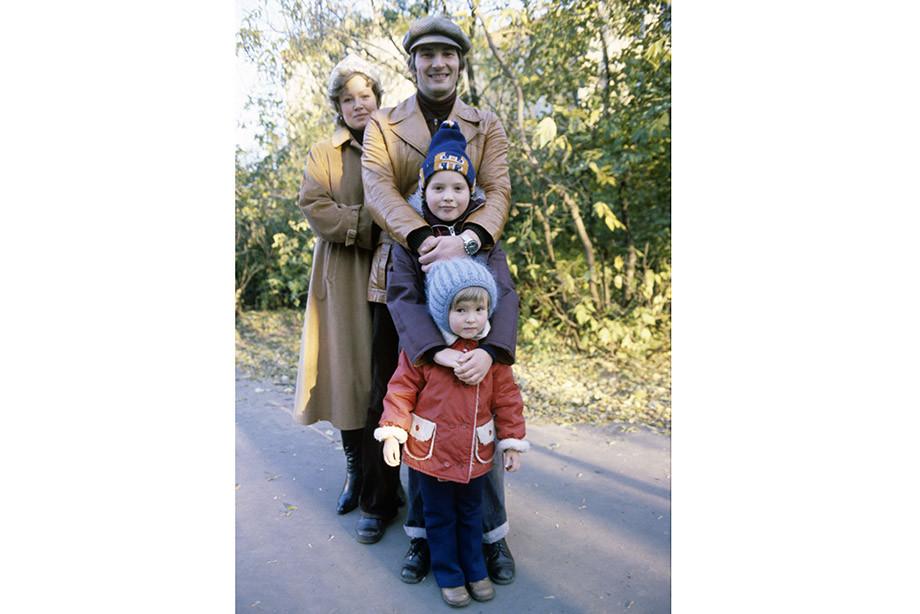 Владислав Третьяк с женой и детьми
