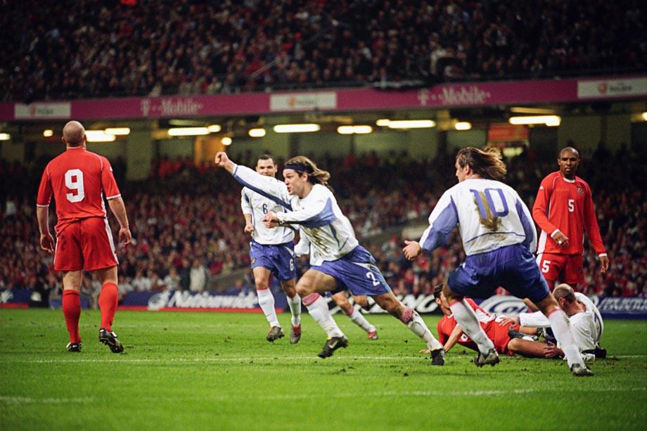 17 лет назад Вадим Евсеев вывел сборную России на Евро-2004: гол Уэльсу и легендарная фраза