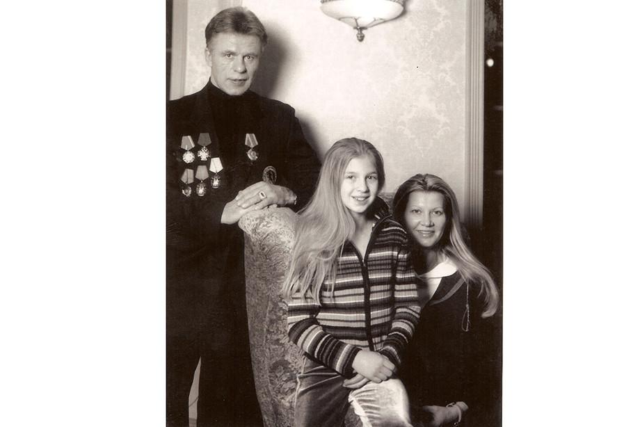 Вячеслав и Лада Фетисовы с дочерью