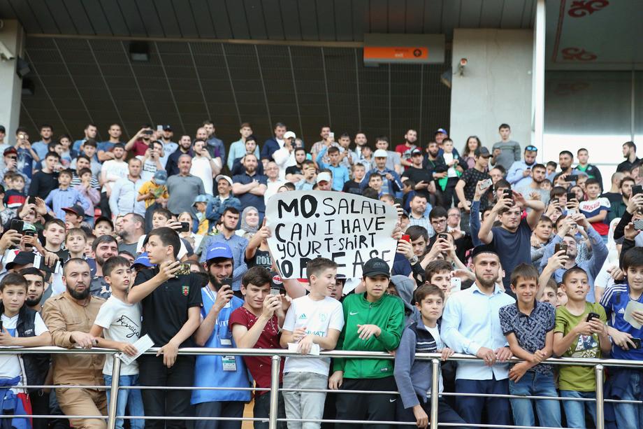 Салах встретился с болельщиками и Кадыровым. Лучшие фото с тренировки Египта