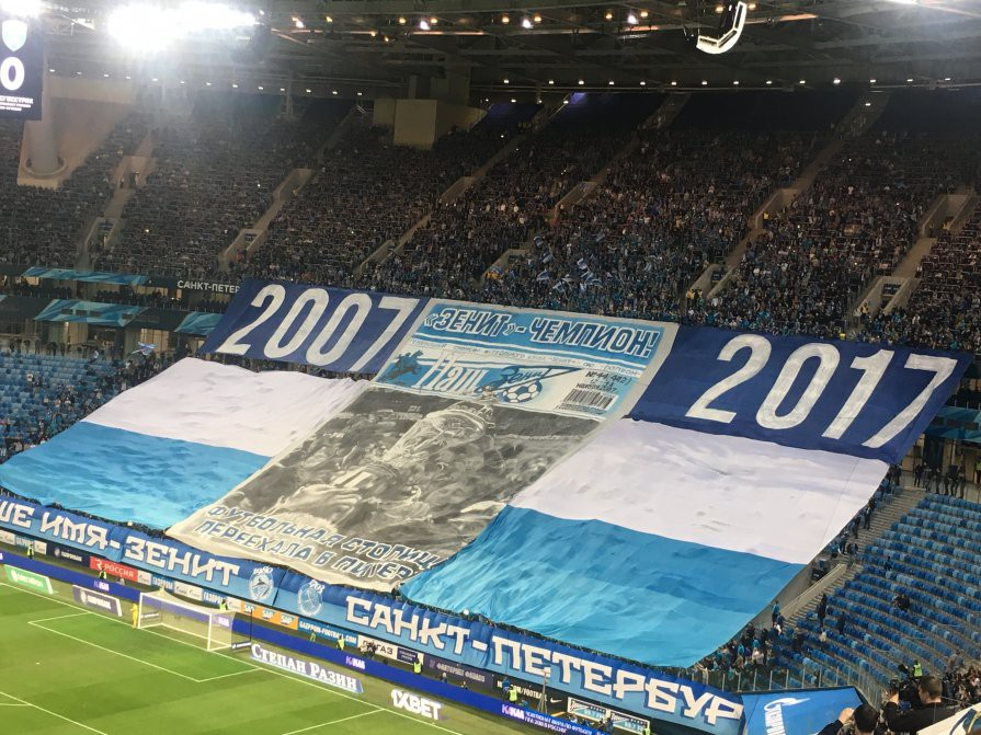 Фанаты «Зенита» вывесили огромный баннер «Футбольная столица переехала в Питер!»
