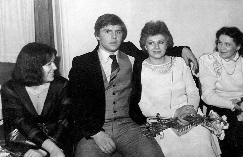Владимир Крутов и Нина (в центре)