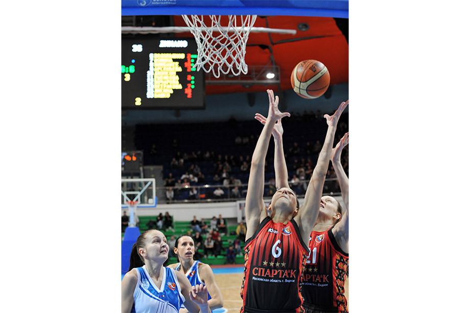55 очков Захара Пашутина, 13 трёхочковых Виктора Бирюкова, квадрупл-дабл у женщин: знаковые моменты баскетбола России