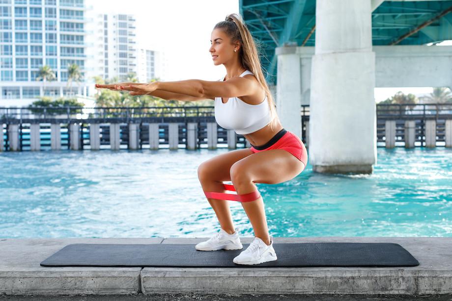 Как выбрать жёсткость фитнес-резинки? Какой амортизатор для тренировок лучше выбрать?