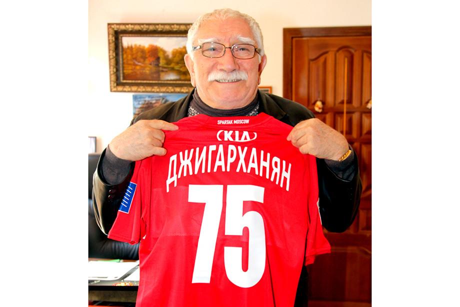 «Не русская это игра — футбол». Не стало Армена Джигарханяна