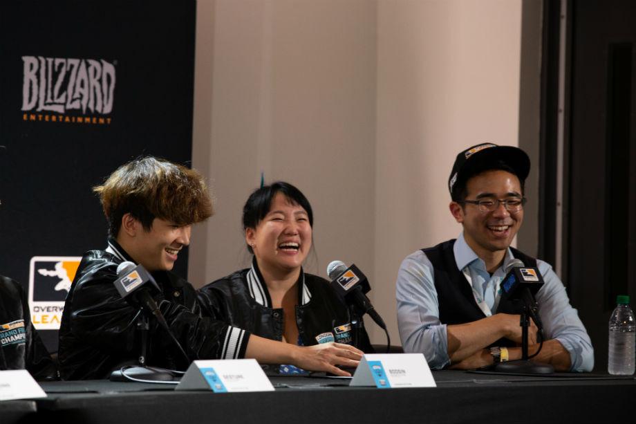 Генеральный менеджер Сьюзи Ким и переводчик, а также по совместительству менеджер состава Ли Robin Сынгхван.
