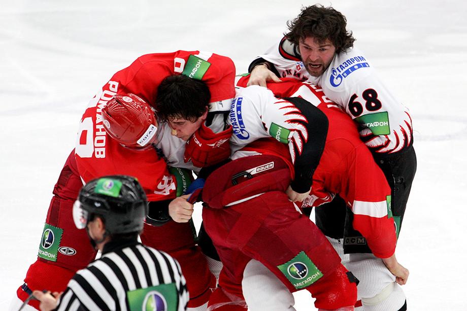 10 декабря 2010 года, избиение «Авангарда» в Омске в начале матча