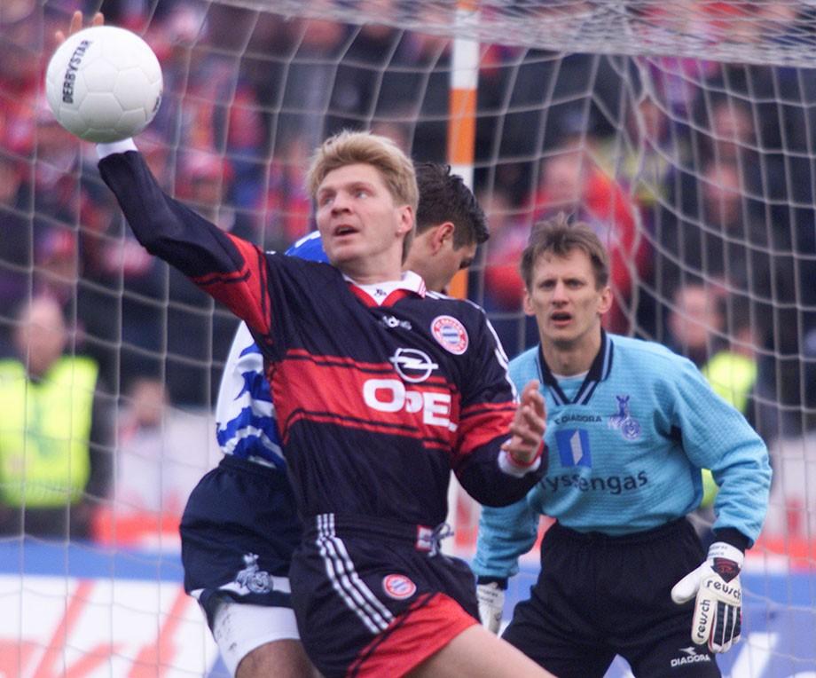 1999 год. Гинтарас Стауче в матче против мюнхенской «Баварии»