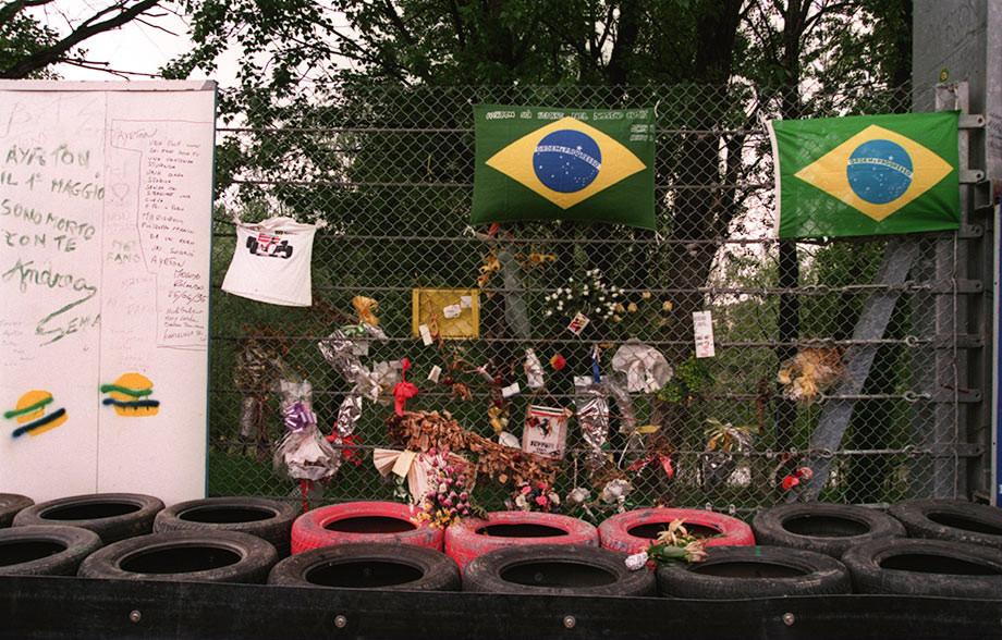 Мемориал на месте гибели Сенны