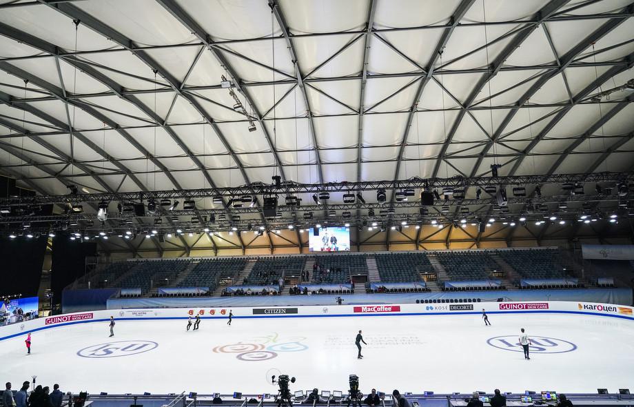 Чемпионат Европы по фигурному катанию проходит на странной арене – фото