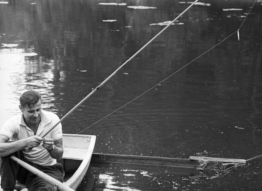Лев Яшин на рыбалке