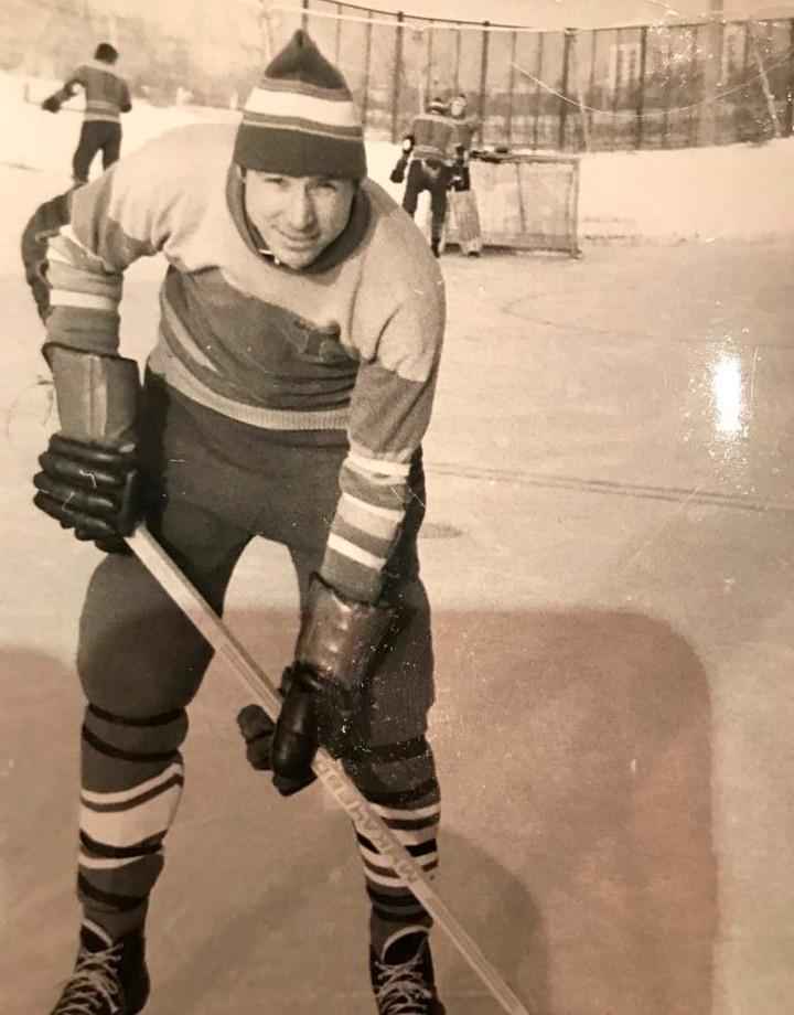 Футболист Чанов на коньках