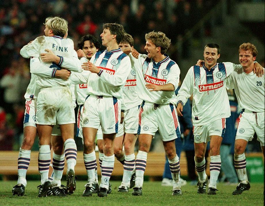 1997 год. Сергей Кирьяков вместе с партнёрами по «Карлсруэ» празднует победу над «Баварией»
