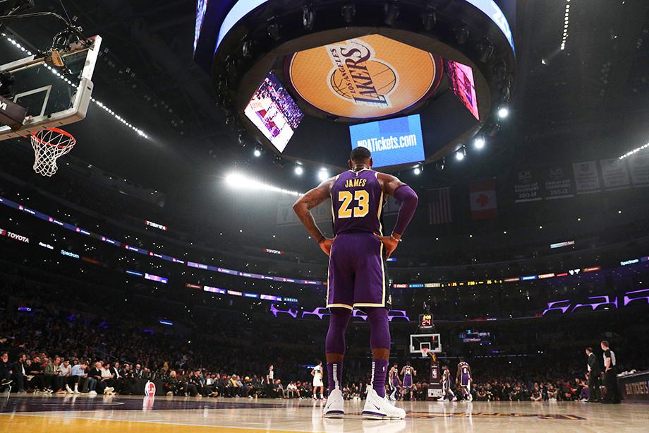Леброн Джеймс 16 лет назад дебютировал в НБА