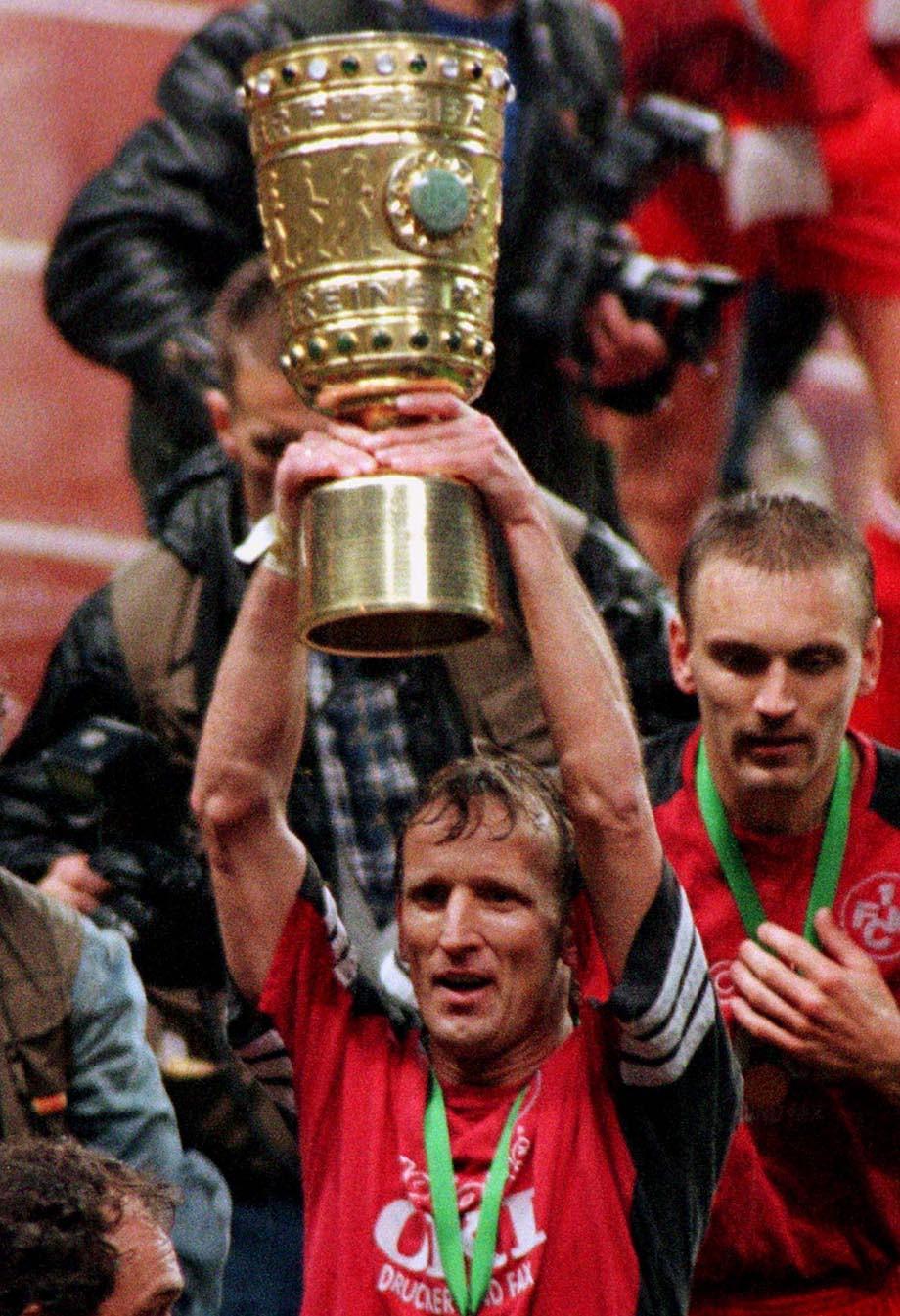 1996 год. Андреас Бреме празднует победу в Кубке Германии