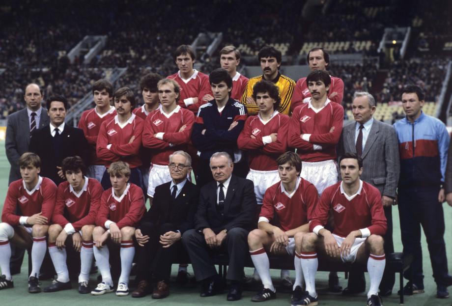 «Спартак» — чемпион СССР 1987 года. Шмаров – второй справа в нижнем ряду