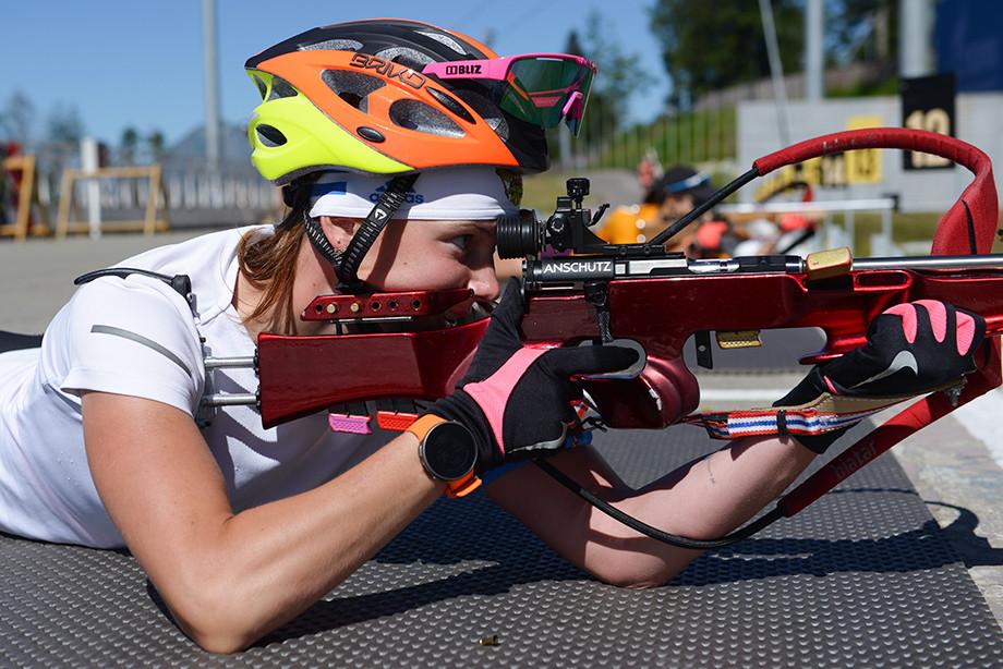 Биатлонистка Полина Шевнина сломала руку на чемпионате России в Чайковском