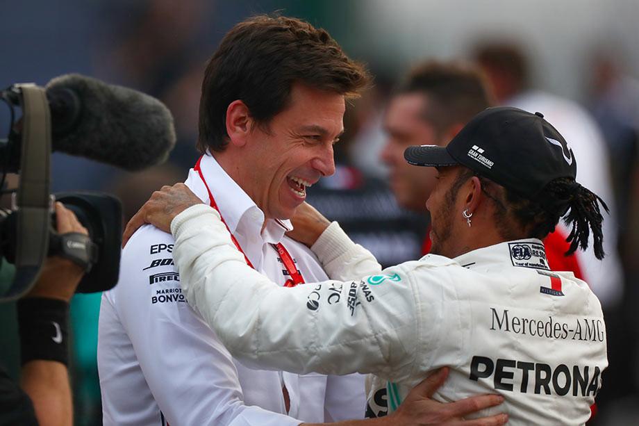 Тото Вольф и Льюис Хэмилтон после Гран-при Мексики