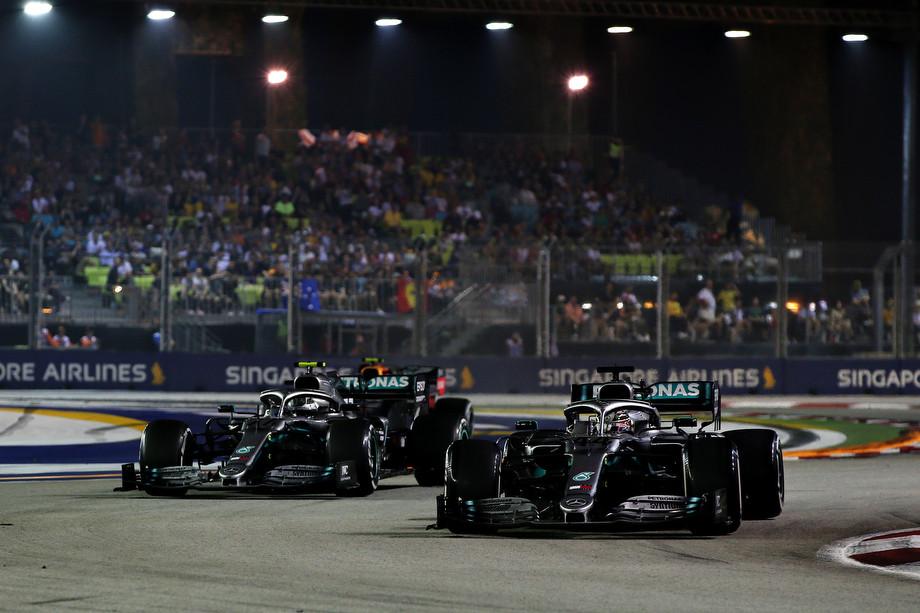 Валттери Боттас и Льюис Хэмилтон на Гран-при Сингапура