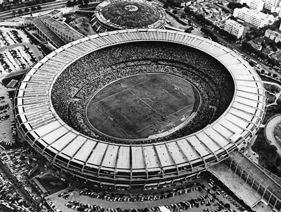 На каком футбольном матче было больше всего зрителей?