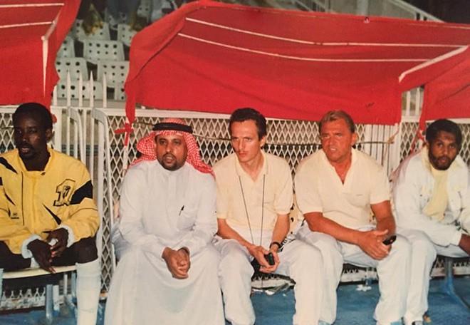 Шандор Варга с племянником Усамы бен Ладена Ахмедом (второй слева)