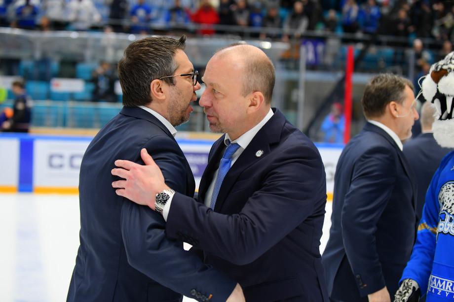 Илья Воробьев (слева)