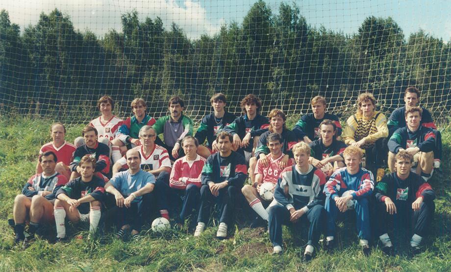 Один из первых сборов той команды Бышовца: командное фото