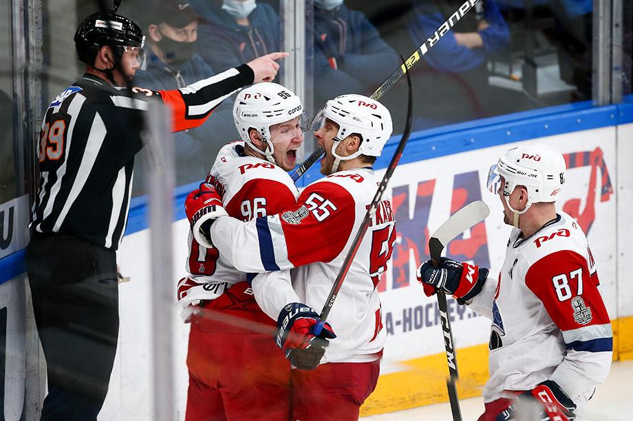 «Салават» прибил не только провал лидеров, «Локомотив» приручил ЦСКА. Что происходит в КХЛ