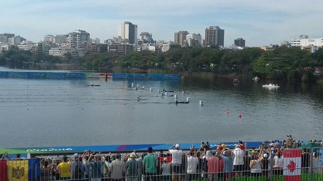 Финиш заплыва каноистов на 1000 метров