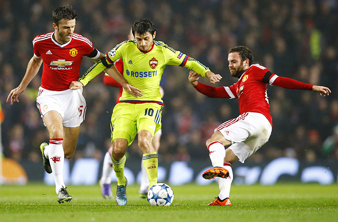 Алан Дзагоев в матче против «Манчестера»