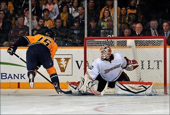 Виктор Фаст выиграл восемь из восьми матчей в НХЛ