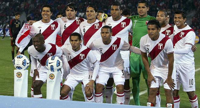 """""""Копа Америка"""". Группа С. Сборная Перу перед матчем с Мексикой, в котором она одержит победу со счётом 1:0"""