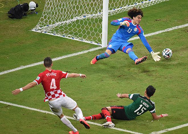 Гильермо Очоа пропустил первый гол на турнире