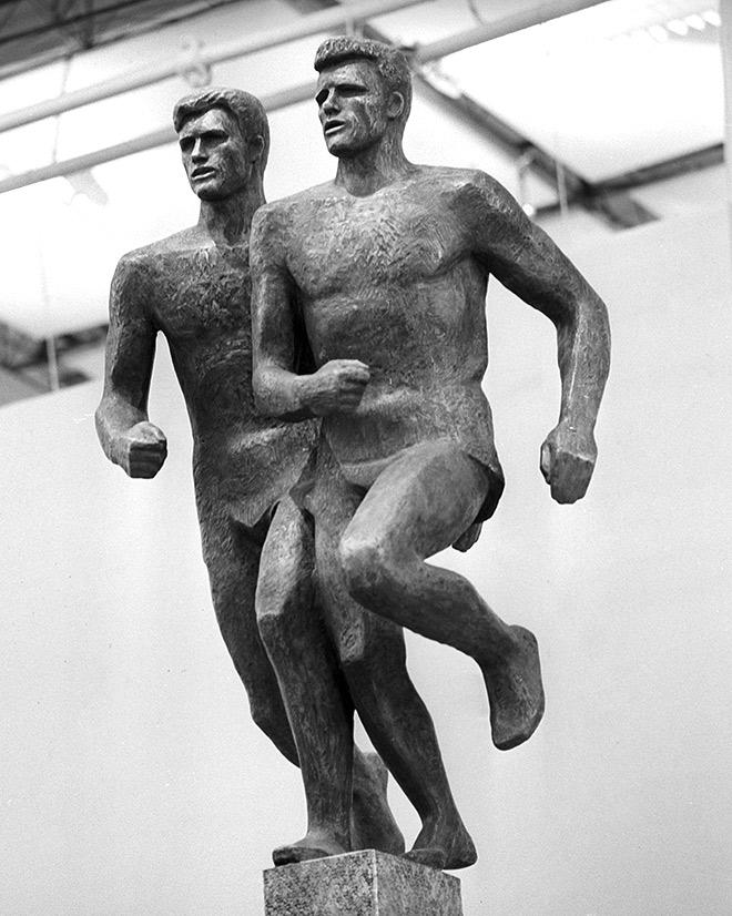 Скульптура «Братья Знаменские» работы художника Юрия Чернова