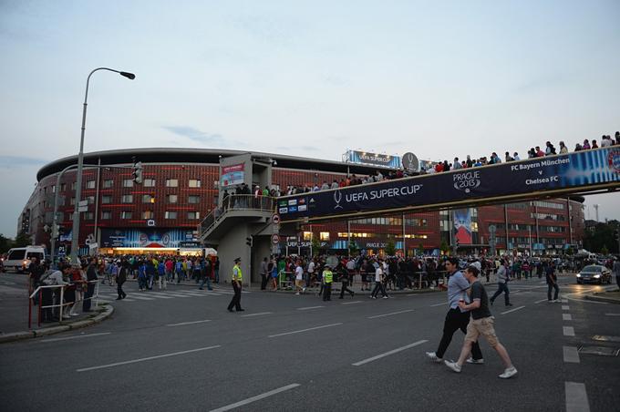 """Суперкубок Европы. Стадион """"Эден — Синот Тип"""". Перед матчем"""