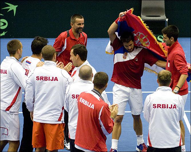 Сдержанная радость сербов